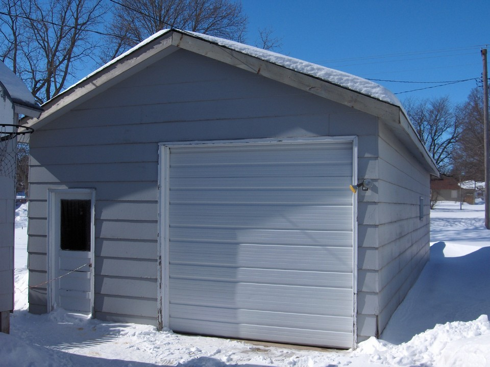 405 brown st frederick jackson mn jackson minnesota for Drive through garage door