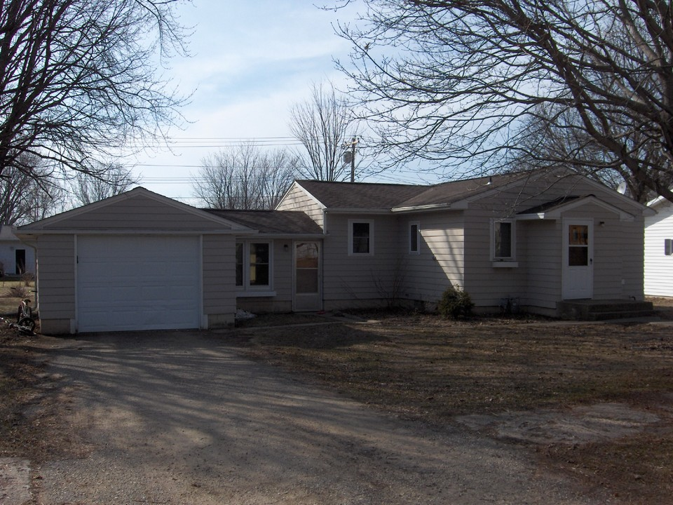 408 s griffin lakefield mn jackson minnesota real for Attaching a garage to a house with a breezeway