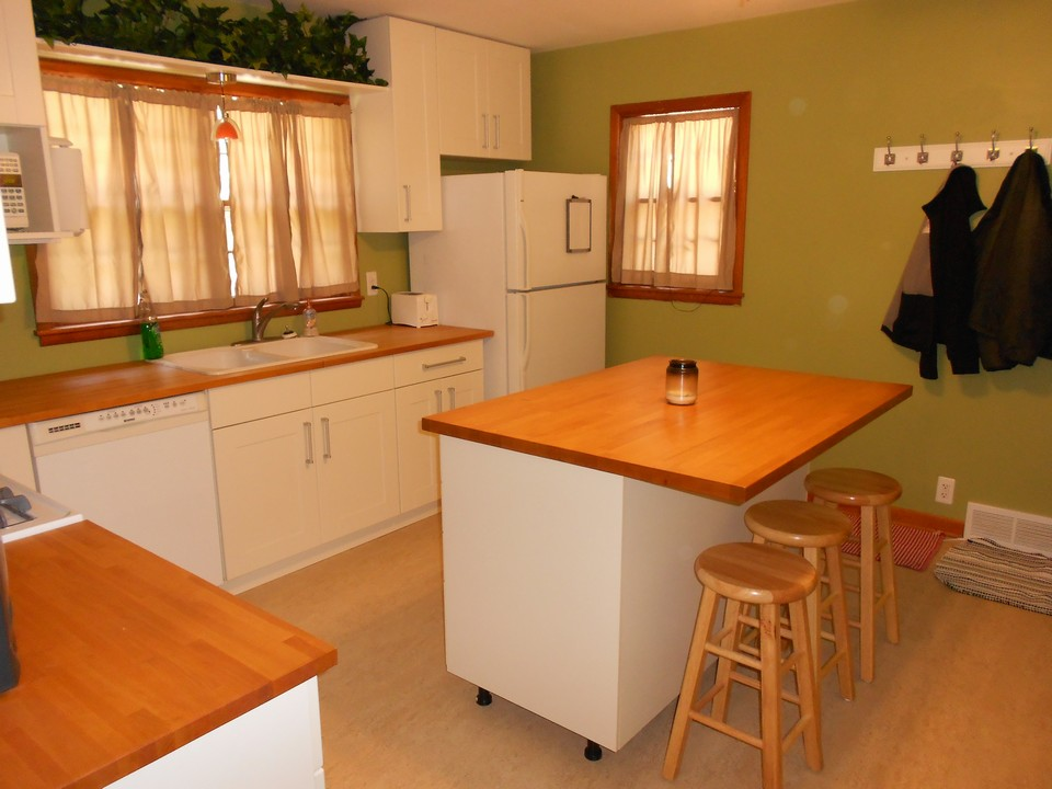 kitchen built in dishwasher, moveable island
