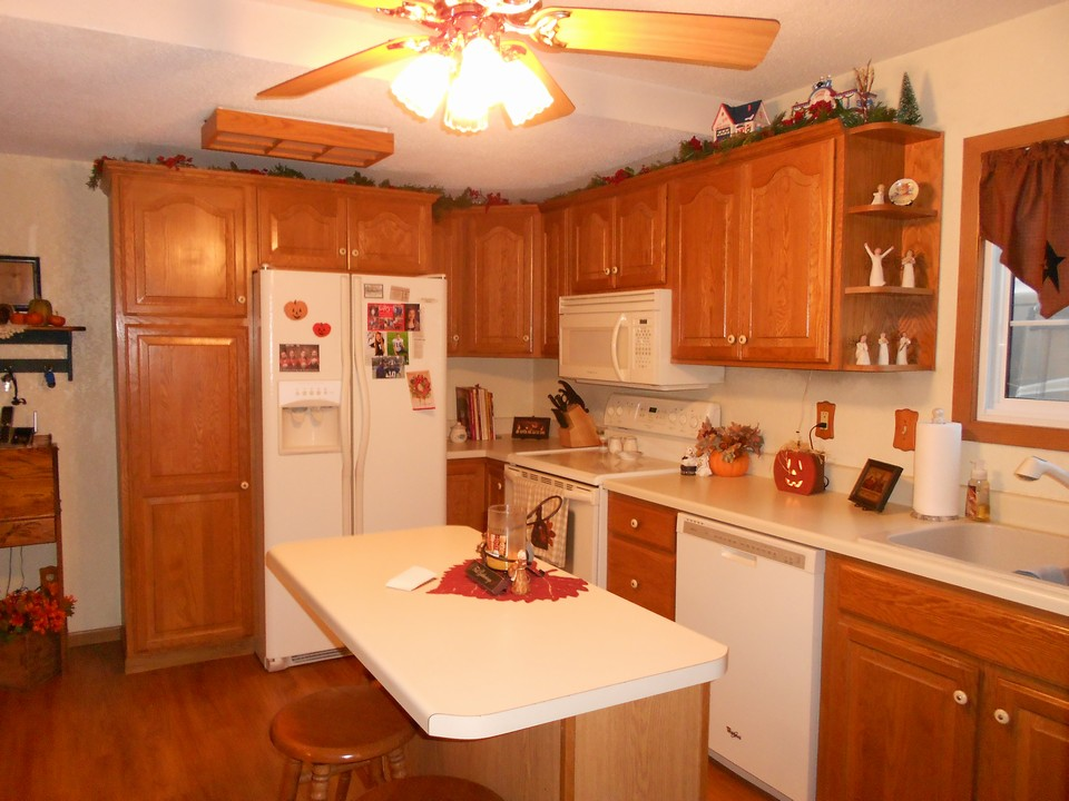 nice kitchen with lots of cupboards