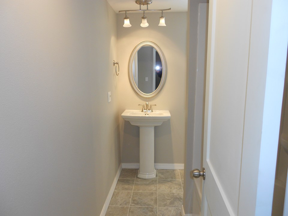100% new bathroom new fixtures, ceramic floors