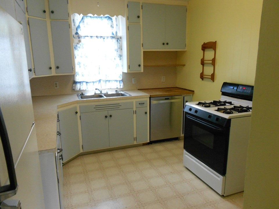 kitchen appliances are included.  you also get a freezer and washer and dryer.