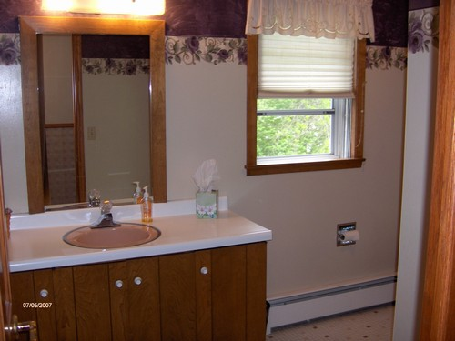 full bathroom near the bedrooms.